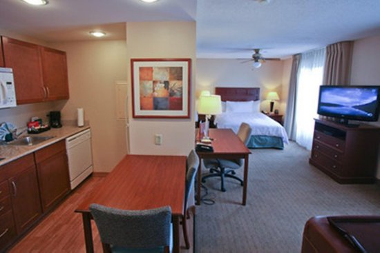 Homewood Suites by Hilton : Suite