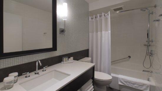 Hotel Manoir Victoria: Guest room