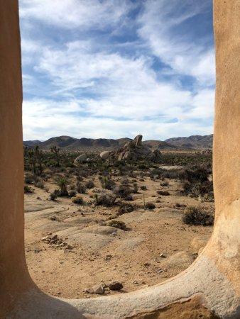 Parco nazionale di Joshua Tree, CA: View from the adobe window