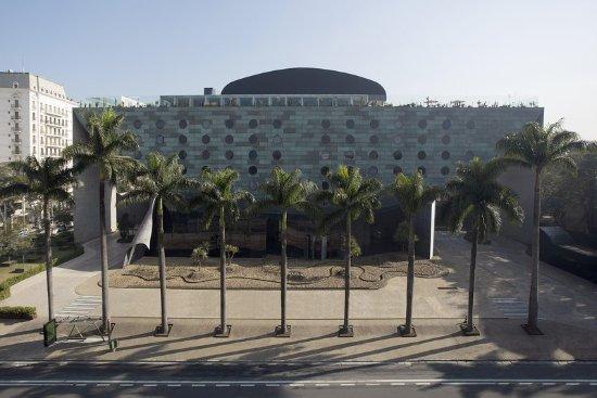 Hotel Unique: Exterior