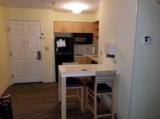 Sonesta ES Suites Houston Galleria: Mini kitchen with all you need