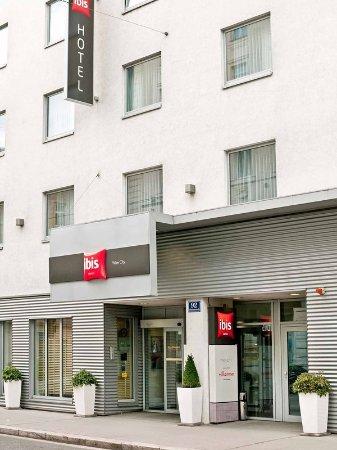 Ibis Wien City: Exterior