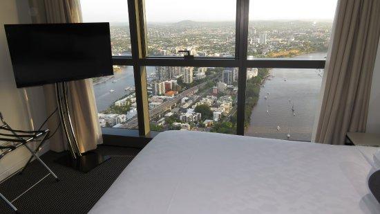 Meriton Suites Adelaide Street, Brisbane: Master bedroom