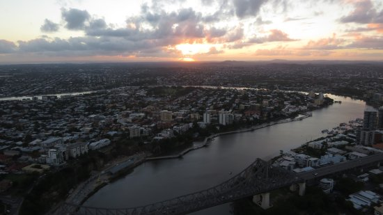 ‪‪Meriton Suites Adelaide Street, Brisbane‬: Sunrise over the river‬