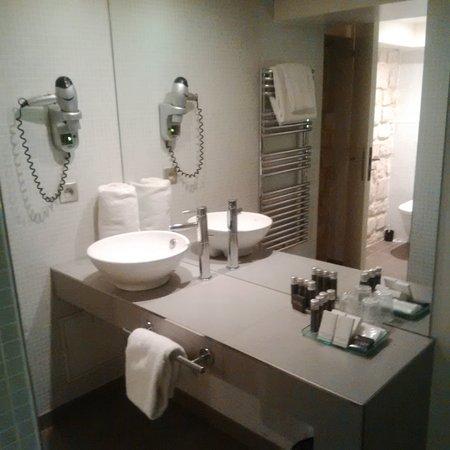 Hotel du Cadran Tour Eiffel: Lavabo ouvert dans la chambre