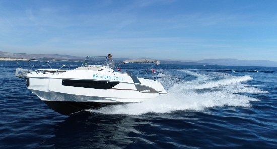 Benetea Flyer 7.7 SunDeck Providenca Charter and Travel - Motor boat charter Trogir Split Croati