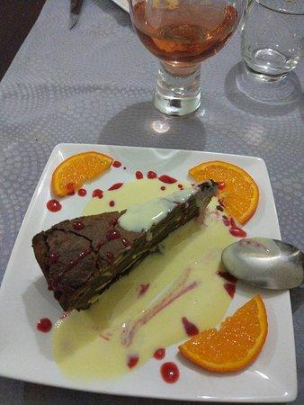 Cepoy, França: Gâteau chocolat et sauce anglaise