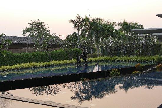 Racha Thewa, Tailândia: Hotelanlage in der Abendsonne