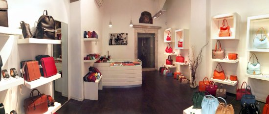 Rome, Italie : Our Leather Goods Shop.