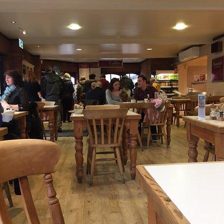 Denby, UK: Nice coffee n cake on a rainy day