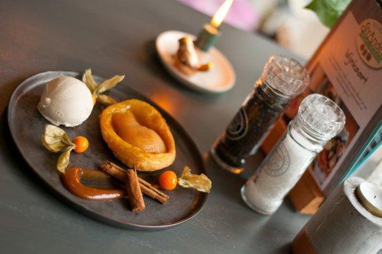 Buren, Hollanda: dessert met Amelander kaneel-ijs