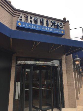 Arties's: Entrance to Artie's