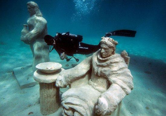 Trogir, Croacia: Scuba diving at the underwater museum