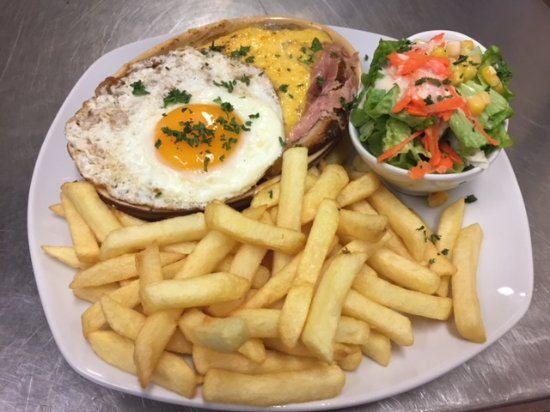 L'Estaminet de la Ferme du Mont Saint-Jean: Le fameux Welsh, plat copieux... Mais délicieux!