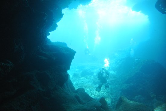 M E First Class Divers