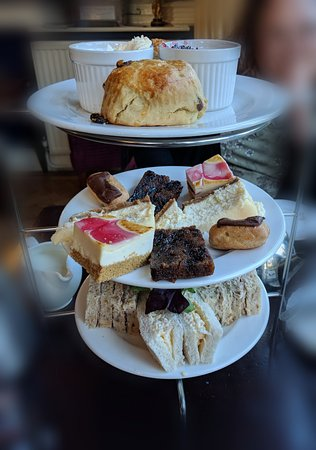 Hallmark Hotel Wrexham Llyndir Hall near Chester: Afternoon tea. Dry scones, boring sandwiches and bought cakes