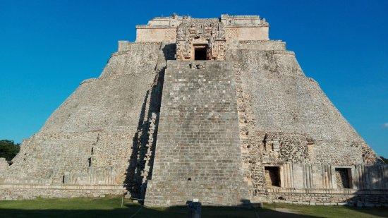 Uxmal, Mexico: пирамида волшебника