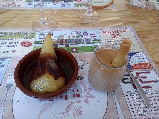 Courtalain, Francja: poire pochée au chocolat ! crème caramel au beurre salé !