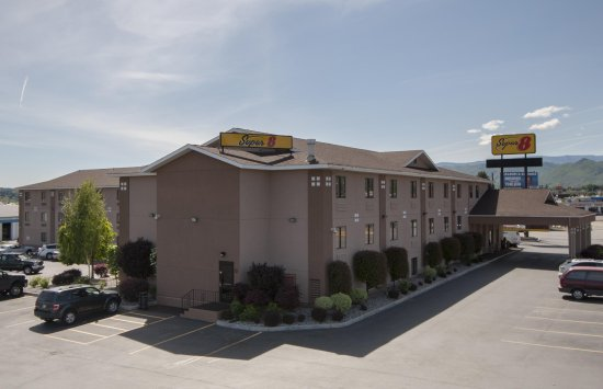 Super 8 Wenatchee: Outside view of hotel