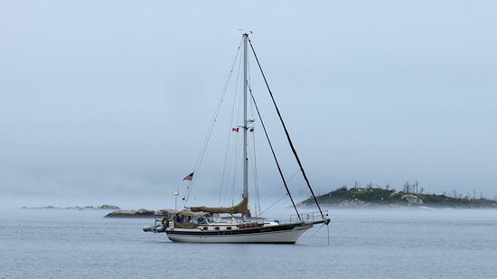 Port Mouton, Canadá: Sail boat passing by Carters Beach