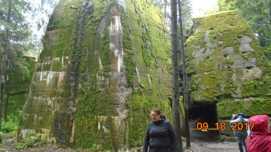 Wolf's lair - Wolfsschanze: Those walls really are 10-20 feet thick!