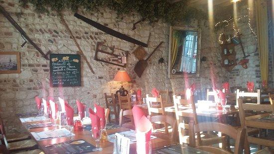 Douriez, France: Filet mignon sauce moutardé, plateau charcuterie et un endroit sympa 😉