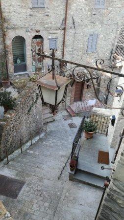 Montone, Italië: Stradina del borgo