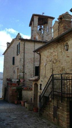 Montone, Italien: Scorcio del paese