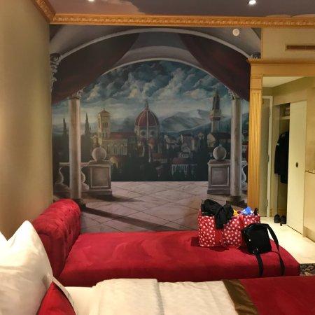 Fantasyland Hotel & Resort: photo1.jpg