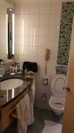 Hilton Vienna: Bathroom