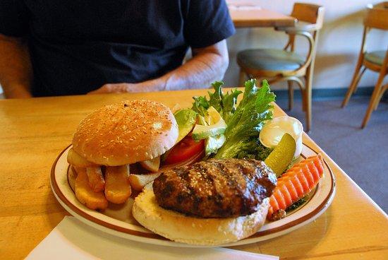 Mother Hubbard's Restaurant: Burger