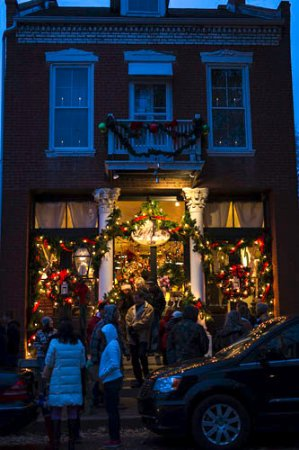 St. Charles Historic District: Everything is decorated