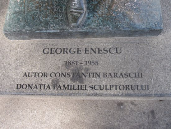 Statue of George Enescu
