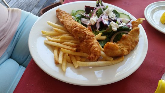 Point Vernon, Australia: Crispy Battered Barramundi Chips and Salad, beautiful.