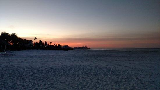 Lahaina Inn Resort: Sunrise