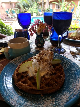 The Bungalows Hotel: Waffle