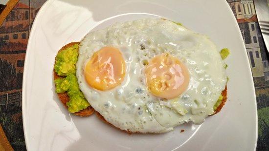 Casa Ordonez : Mashed avocado and eggs