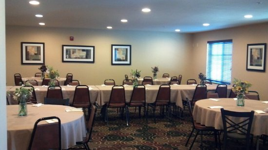 Cobblestone Hotel Suites Knoxville Ia Meeting Room