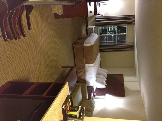 Cobblestone Hotel Suites Knoxville Ia Suite