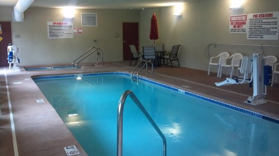 Cobblestone Hotel Suites Knoxville Ia Pool
