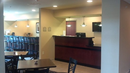 Cobblestone Hotel Suites Knoxville Ia Lobby