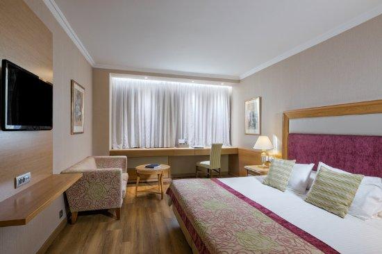 Divani Caravel Hotel: Guest room
