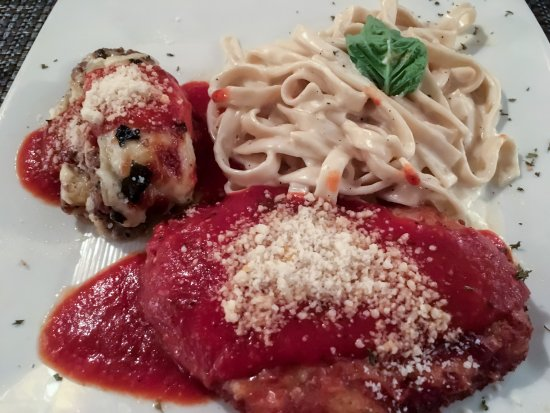 Ellioti's Ristorante Italiano: Tour of Little Italy