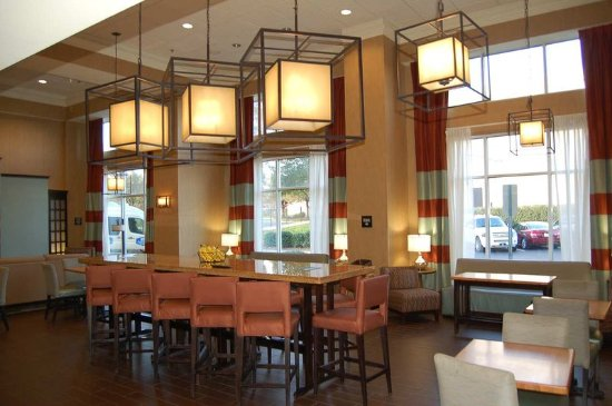 Hampton Inn and Suites Charlotte Airport: Lobby