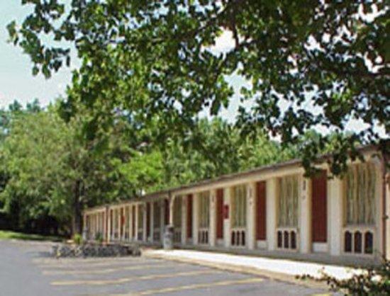 Knights Inn Lexington : Exterior