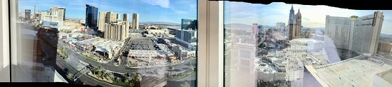 Mandarin Oriental, Las Vegas: Panaromic pic taken from corner windows.