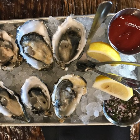 Artesia, CA: Neptunes Raw Oysters & Seafood Bar