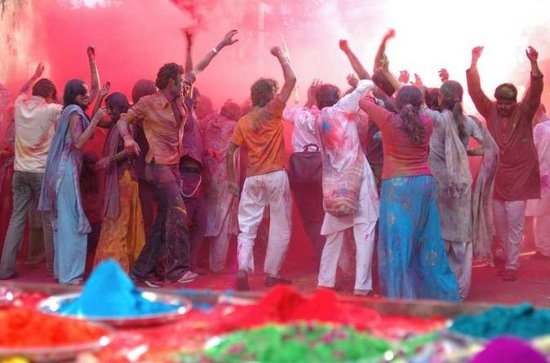 Disfruta de Holi Festival con locales...