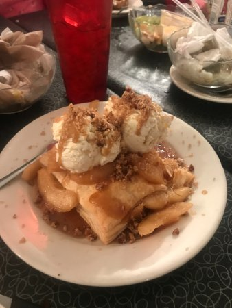McRae-Helena, GA: Apple Desssert is soooooooo good.