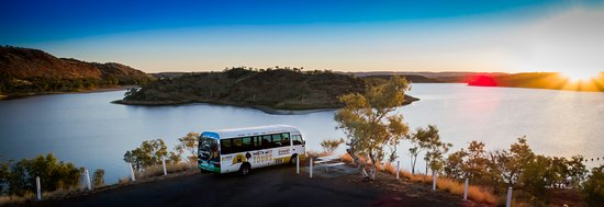 Mount Isa, ออสเตรเลีย: Sunset at Lake Moondarra - drinks & nibbles